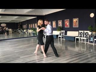 Резюме: болео и боковые шаги в очо для партнёрши в связке. Студия аргентинского танго Libertad