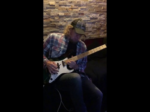 Adrian Smith jamming to Floyd Comfortably Numb at RnR Studios