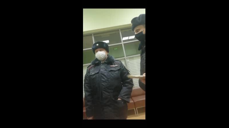 Полицаи беЗпределят Задержали без основания девушку заковали в наручники