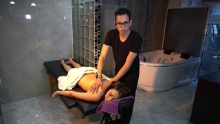 Aquipartiendomelamadre! con Janeth Rubio en dando un masaje relajante.